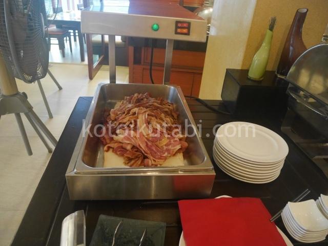 ラフローラリゾートパトン朝食ビュッフェ