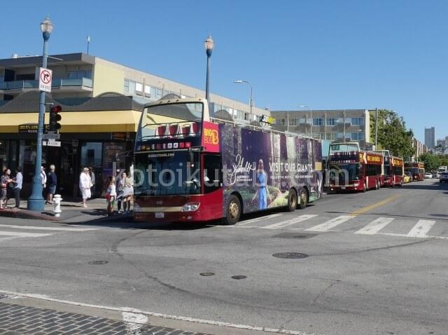 フィッシャーマンズワーフ周辺の2階建てバス
