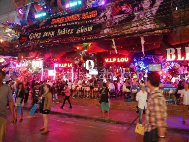 プーケット一番の繁華街バングラロード