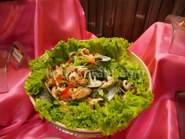 ラフローラリゾートパトンのガラディナー(シーフードサラダ)
