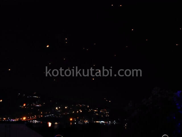 プーケット年越しのランタンが浮かぶ夜景