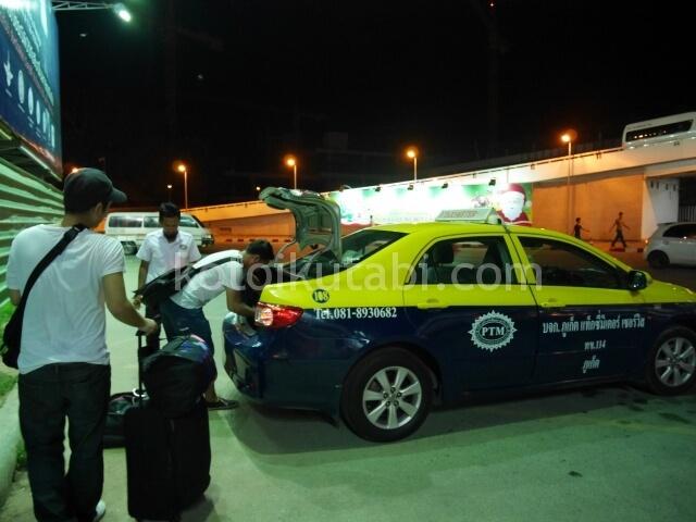 プーケット空港から乗ったタクシー