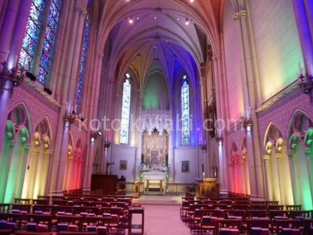 グレース大聖堂のレインボーライトアップ