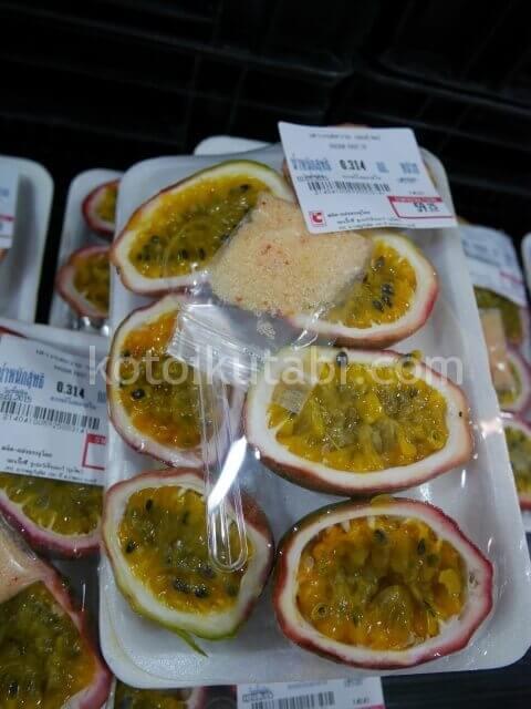 タイのスーパーで売っていたパッションフルーツ