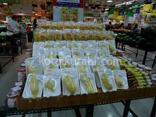 タイのスーパーで売っていたドリアン