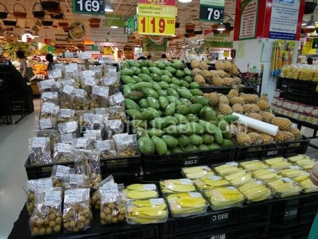 タイのスーパーで売っていたフルーツ