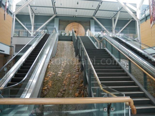 バンクーバー空港の人工滝