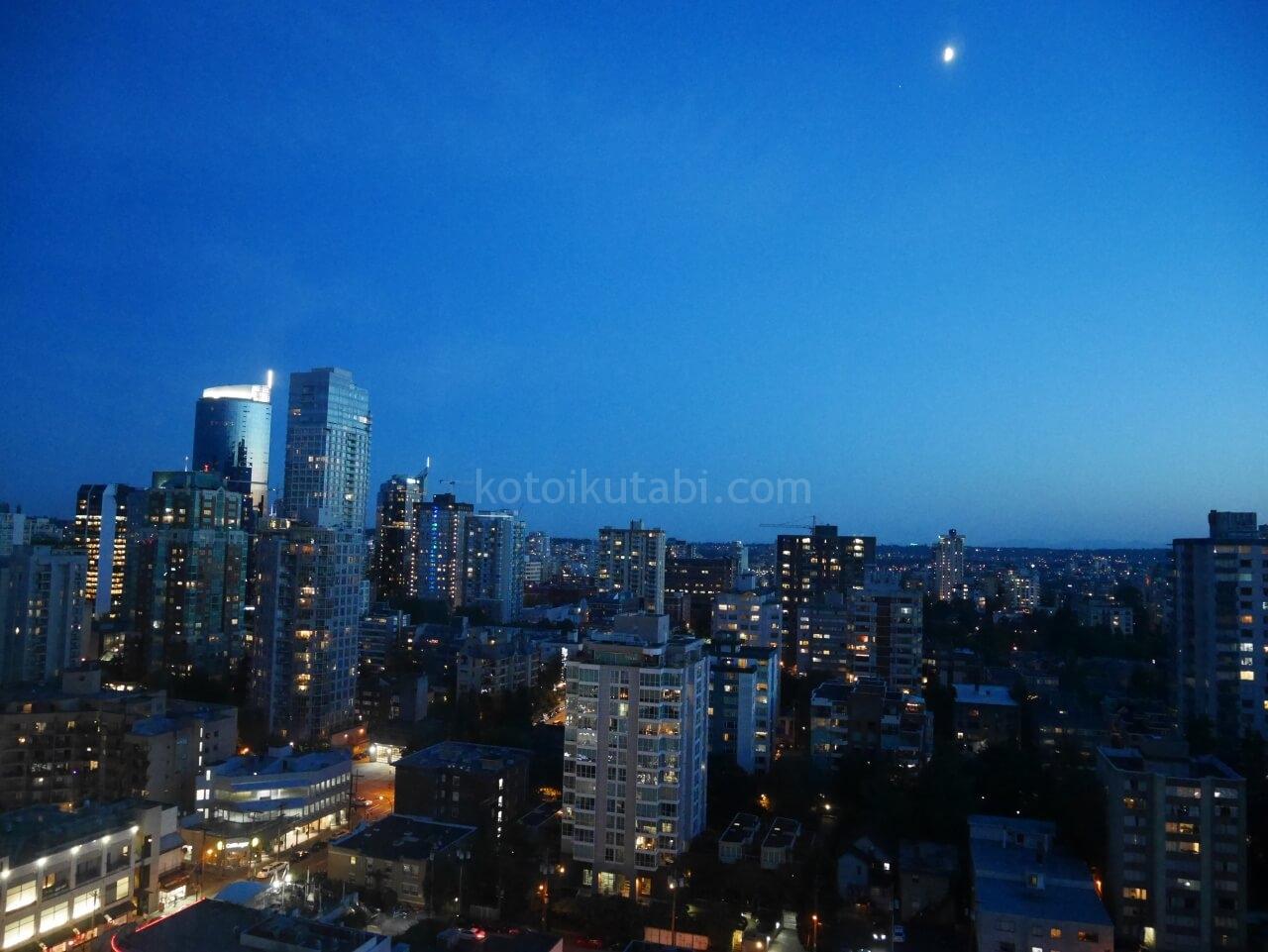 ホテルカーマナプラザ部屋からの夜景