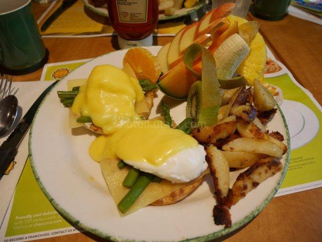 coraで食べた朝食エッグベネディクト