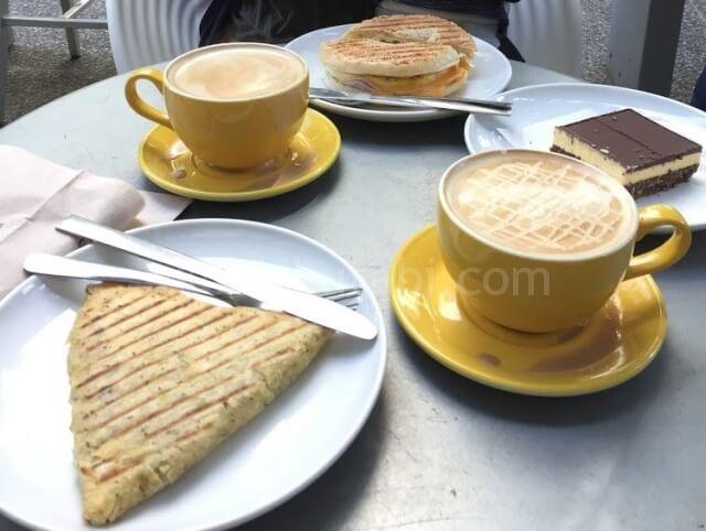 ブレンズコーヒーで朝食