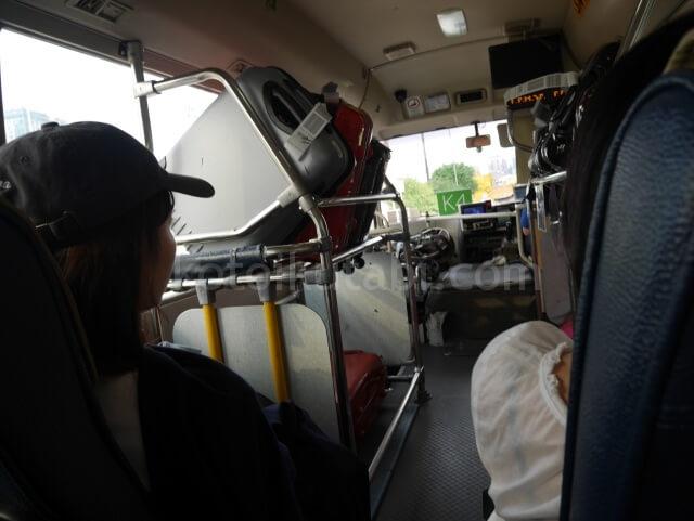 香港空港からのエアポートシャトルの車内