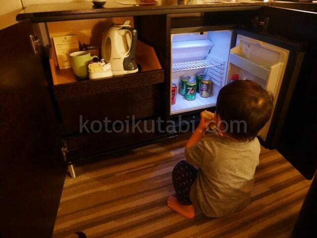 パークホテル香港の部屋の様子(冷蔵庫)