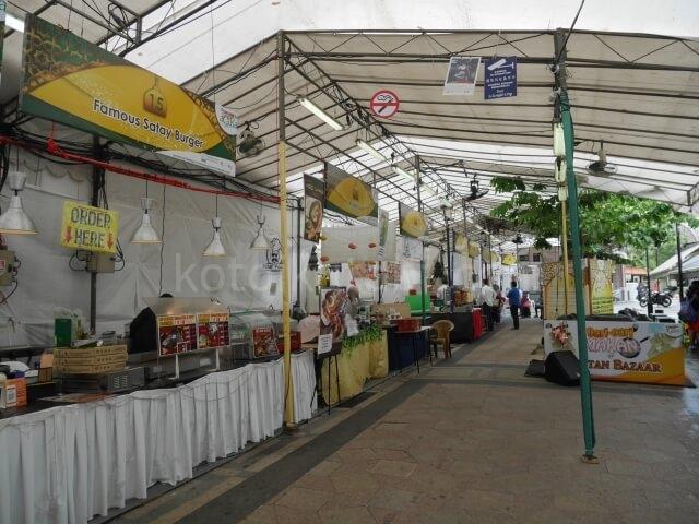 サルタンモスクのマーケット
