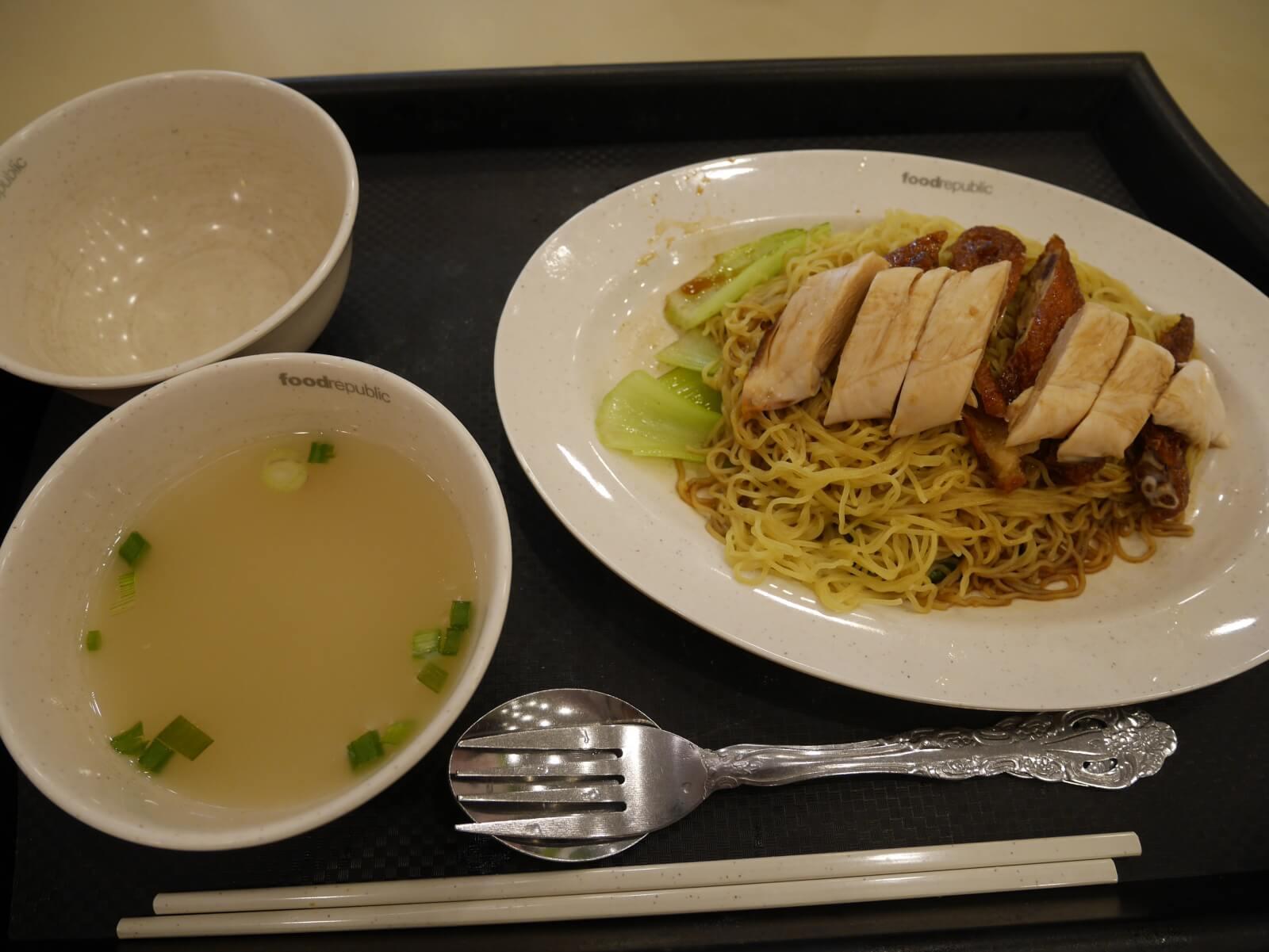 シンガポールのフードコートで食べたチキンヌードル