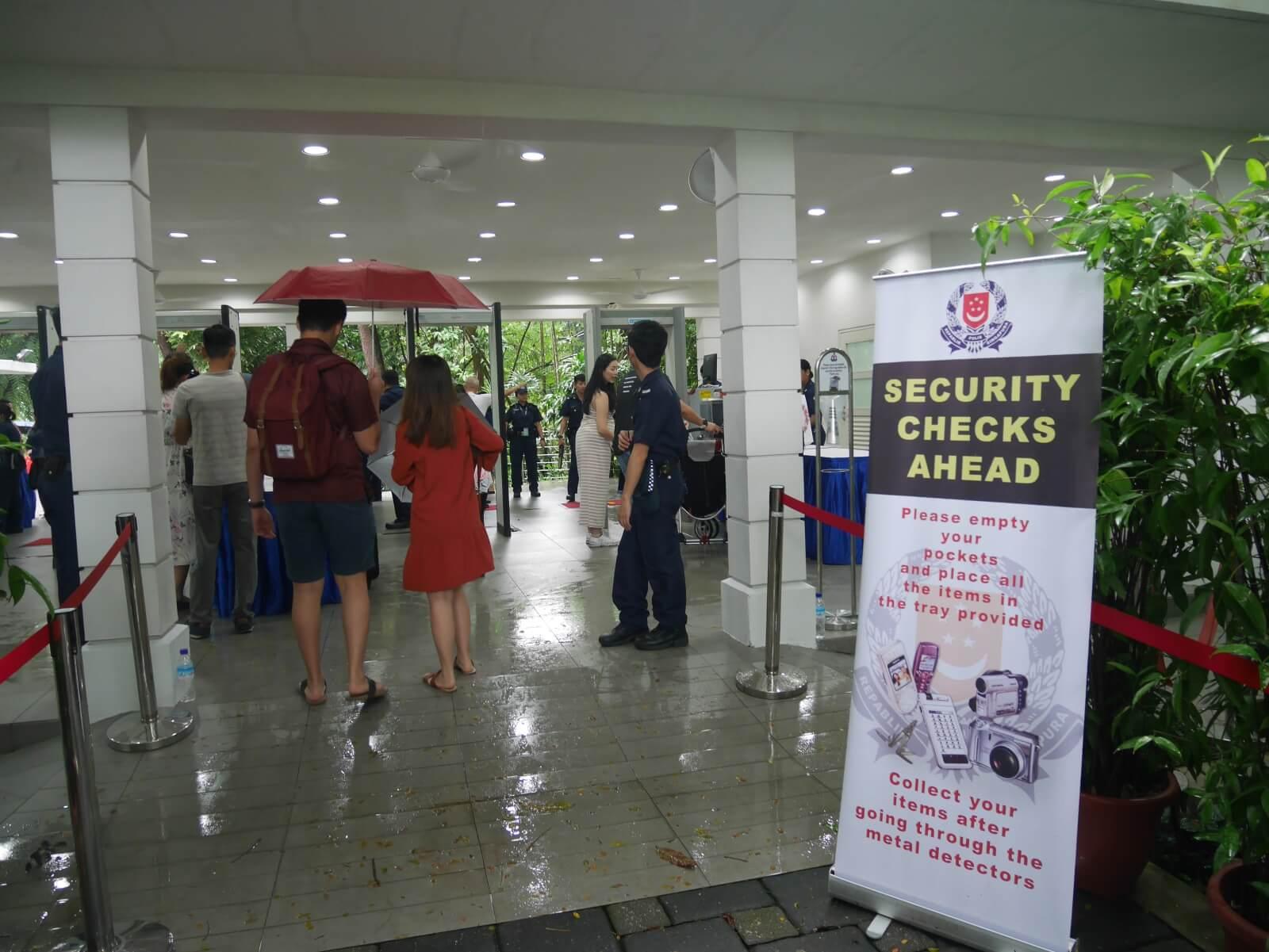 シンガポールの首相官邸「イスタナ」オープンハウスのセキュリティチェック